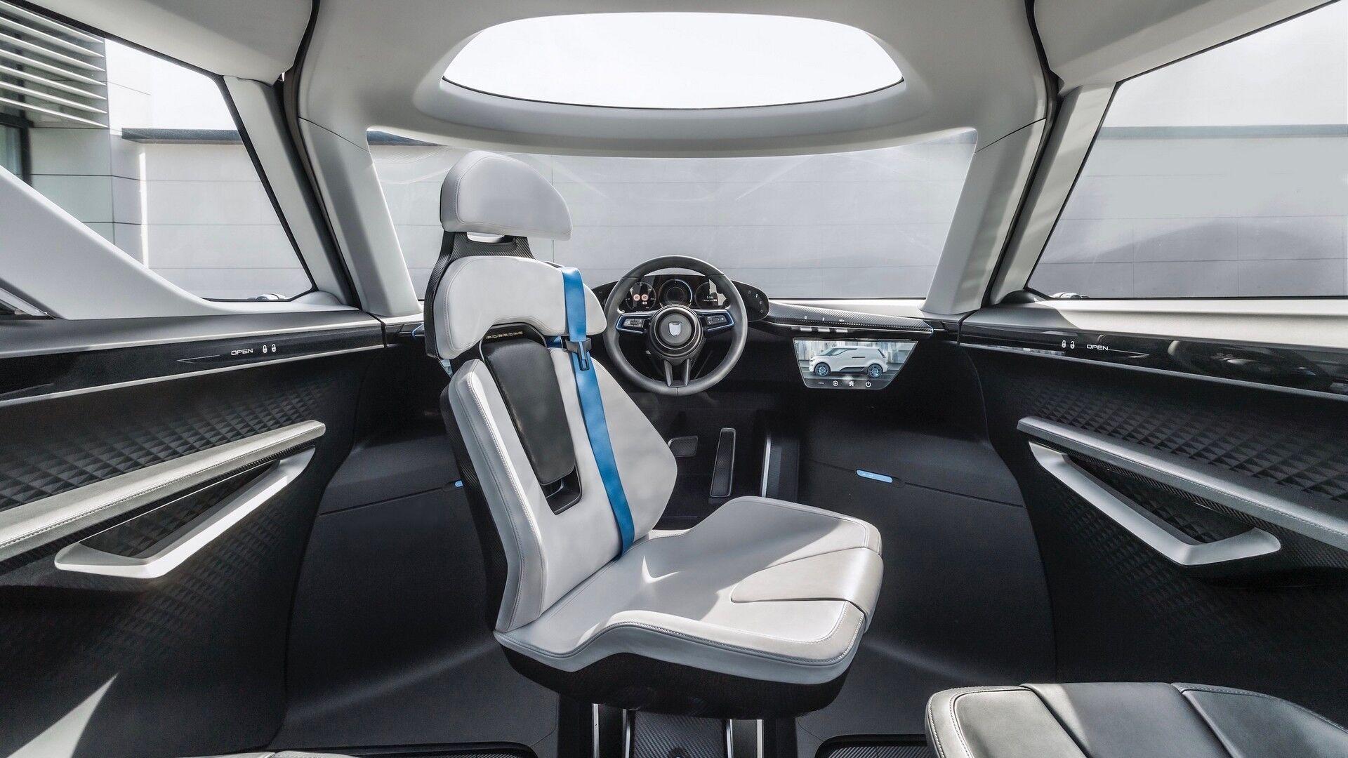 Водительское кресло может разворачивается на 180 градусов