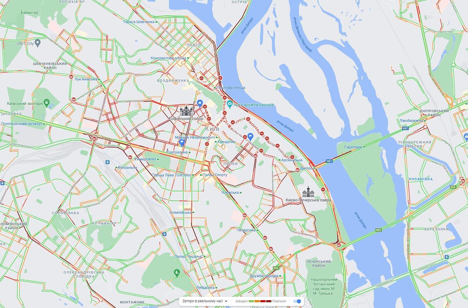 Центр Киева парализовали многочисленные пробки.