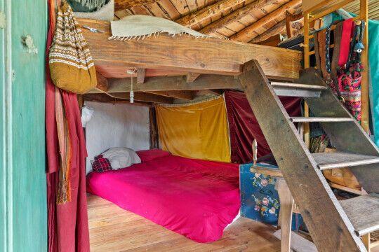 Спальная зона в экодоме.