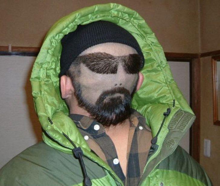 Чоловік зробив екстравагантну зачіску
