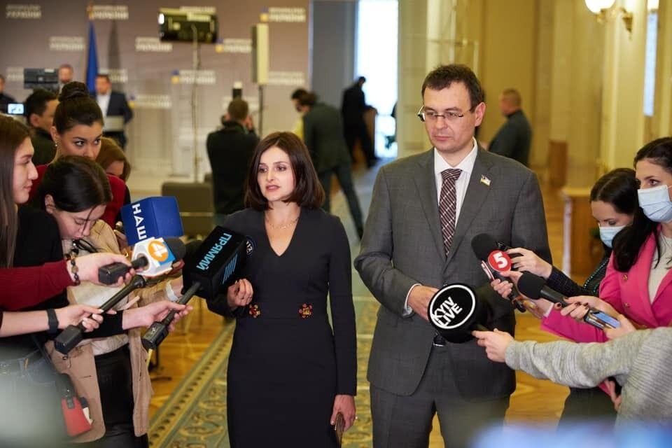 Данило Гетманцев і колеги перенесли відпустки задля підписання закону