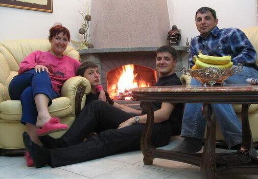 Супруги Табанюк с сыновьями Игорем и Денисом