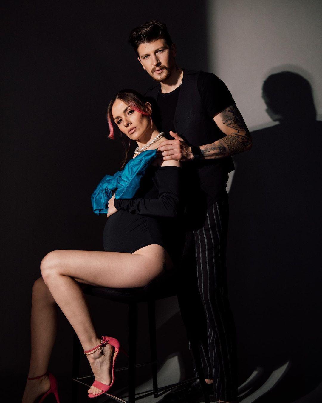 MamaRika на фотосессии с мужем