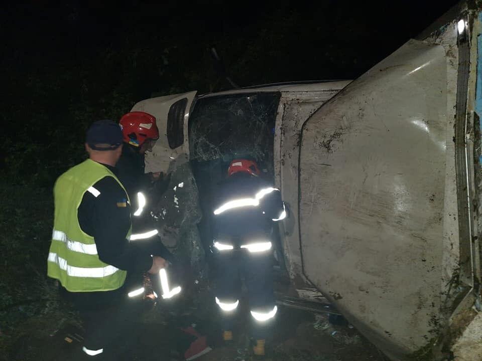 В ДТП пострадал водитель фургона
