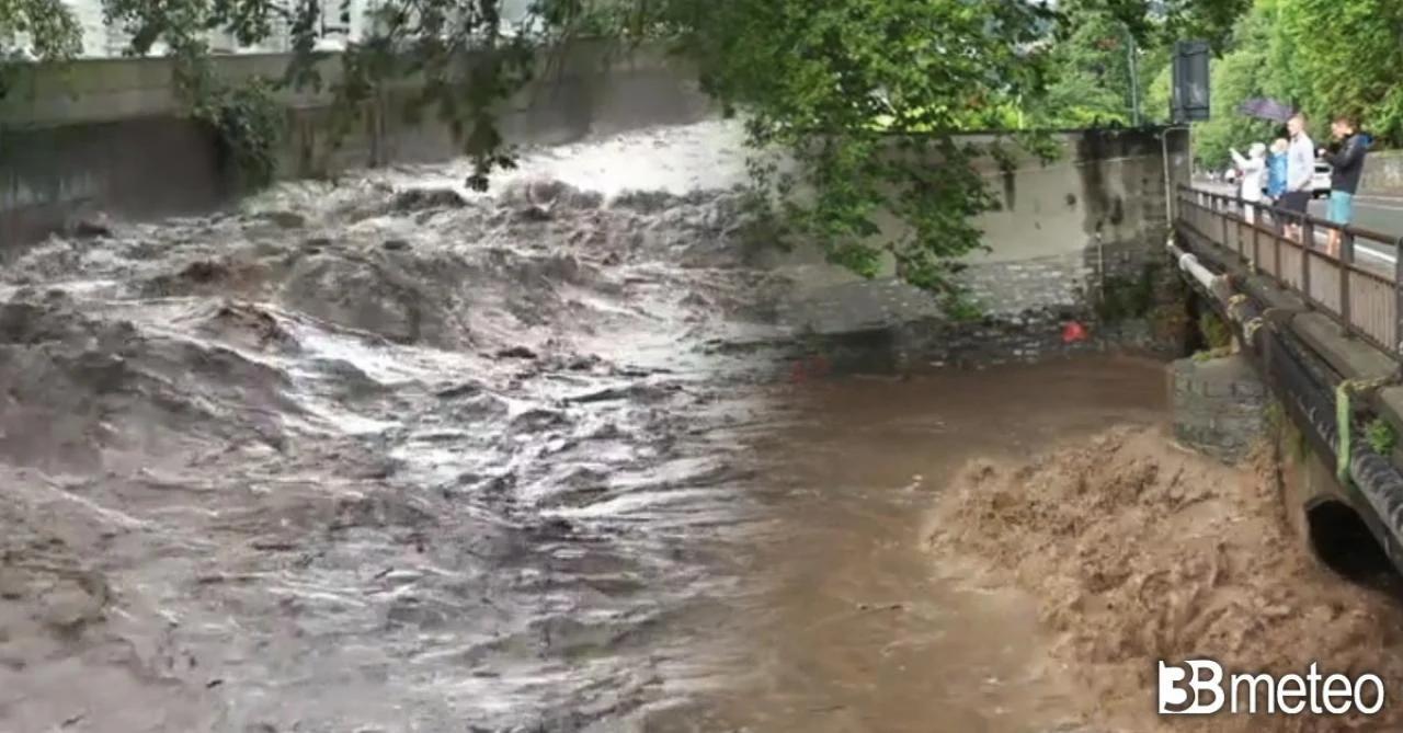 Почти все пути вокруг озера Комо перекрыты из-за оползней