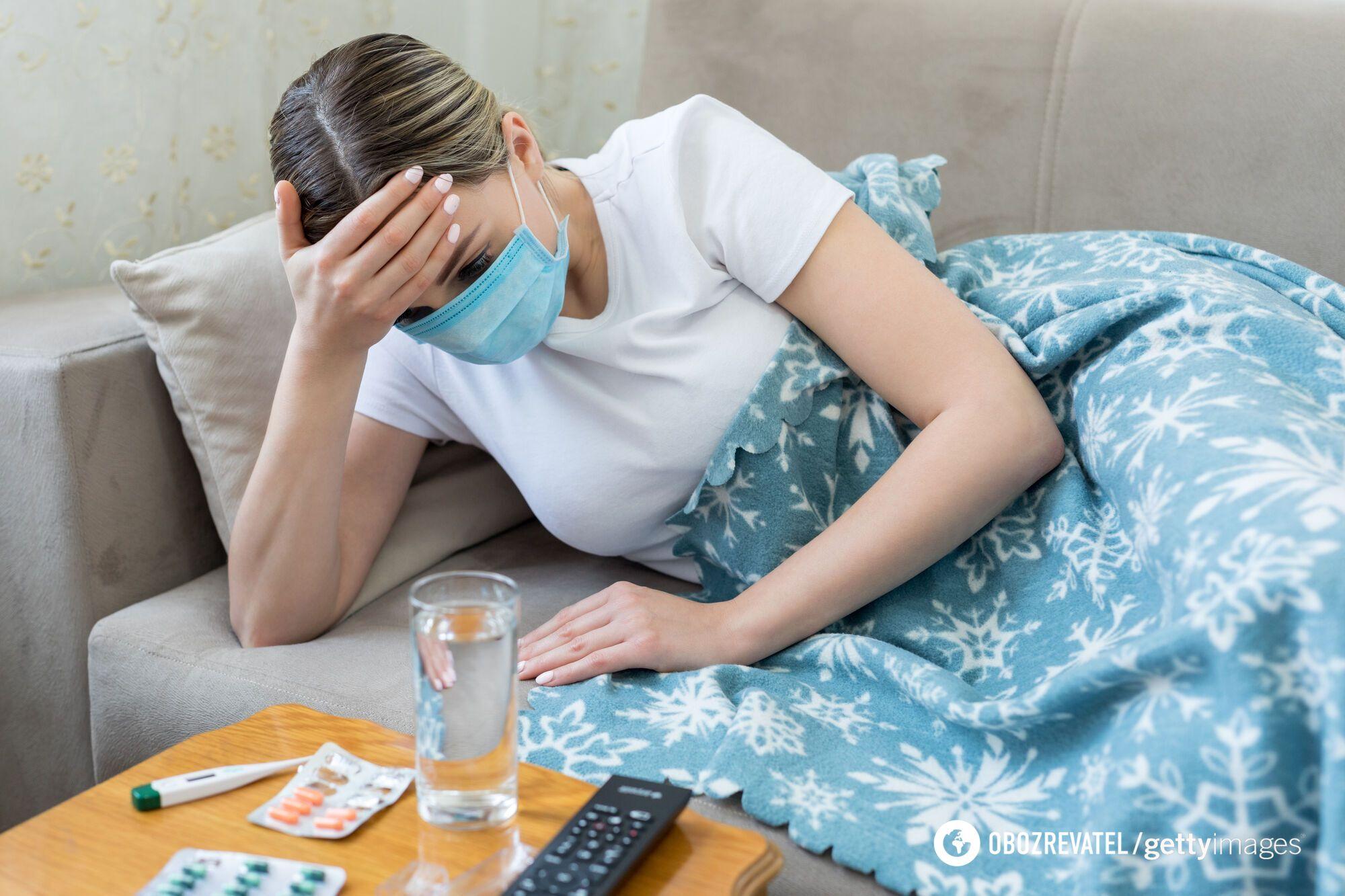На ранній стадії COVID-19 і після вакцинації люди страждають від стомлюваності і головних болів
