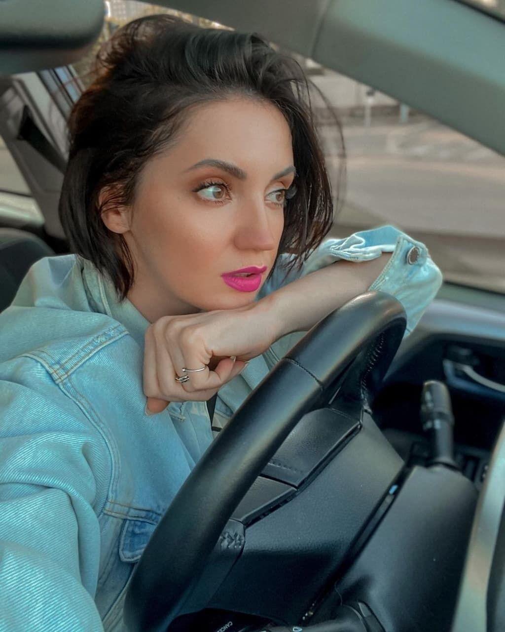 Ольга Цибульская в машине