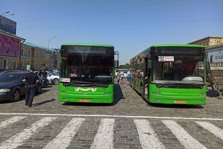 Автобус, на яких привезли мітингувальників