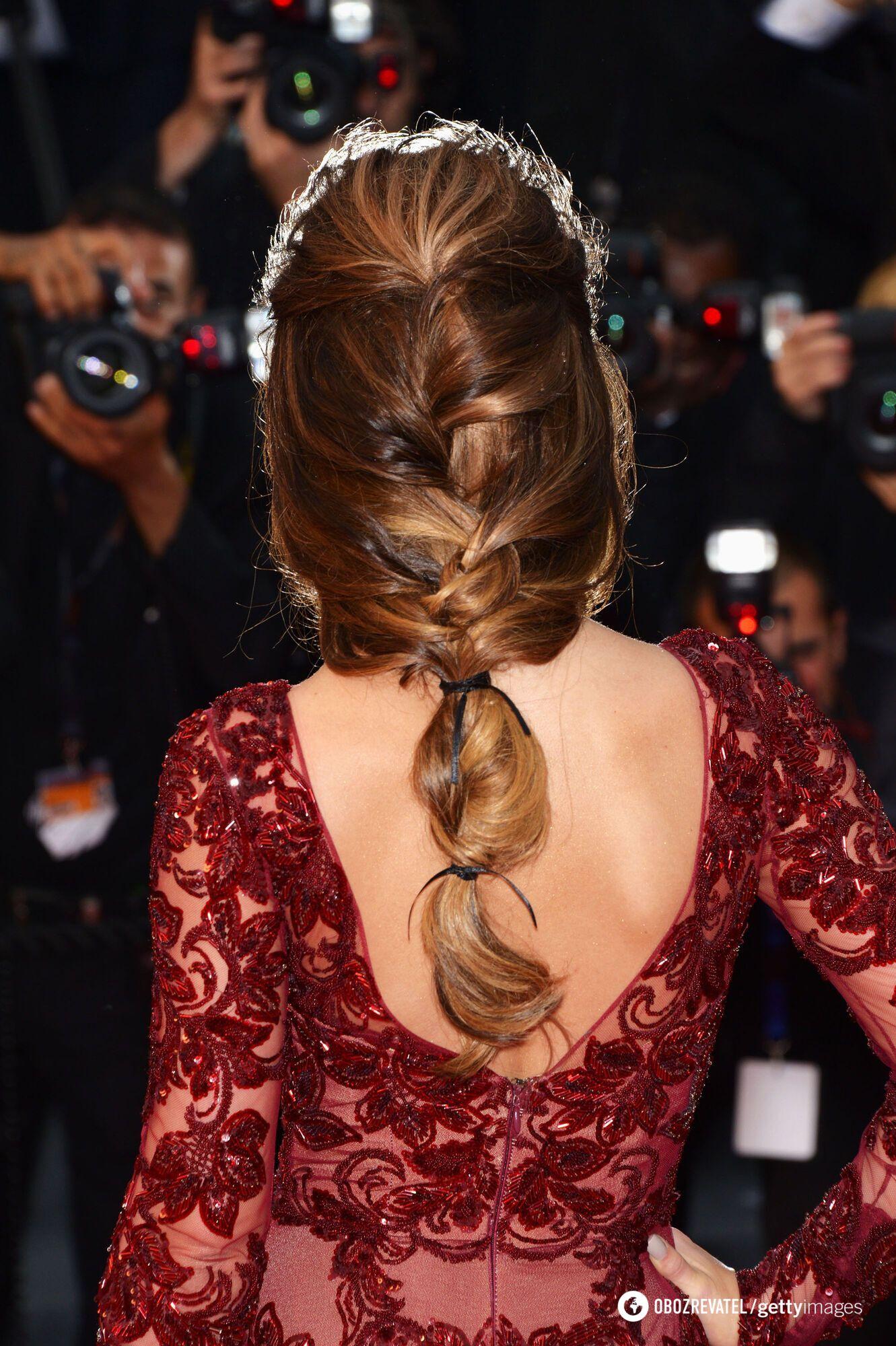 Французская коса делается просто.