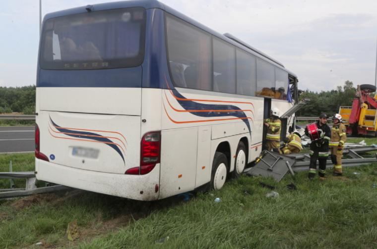 Автобус віз дітей із літнього табору