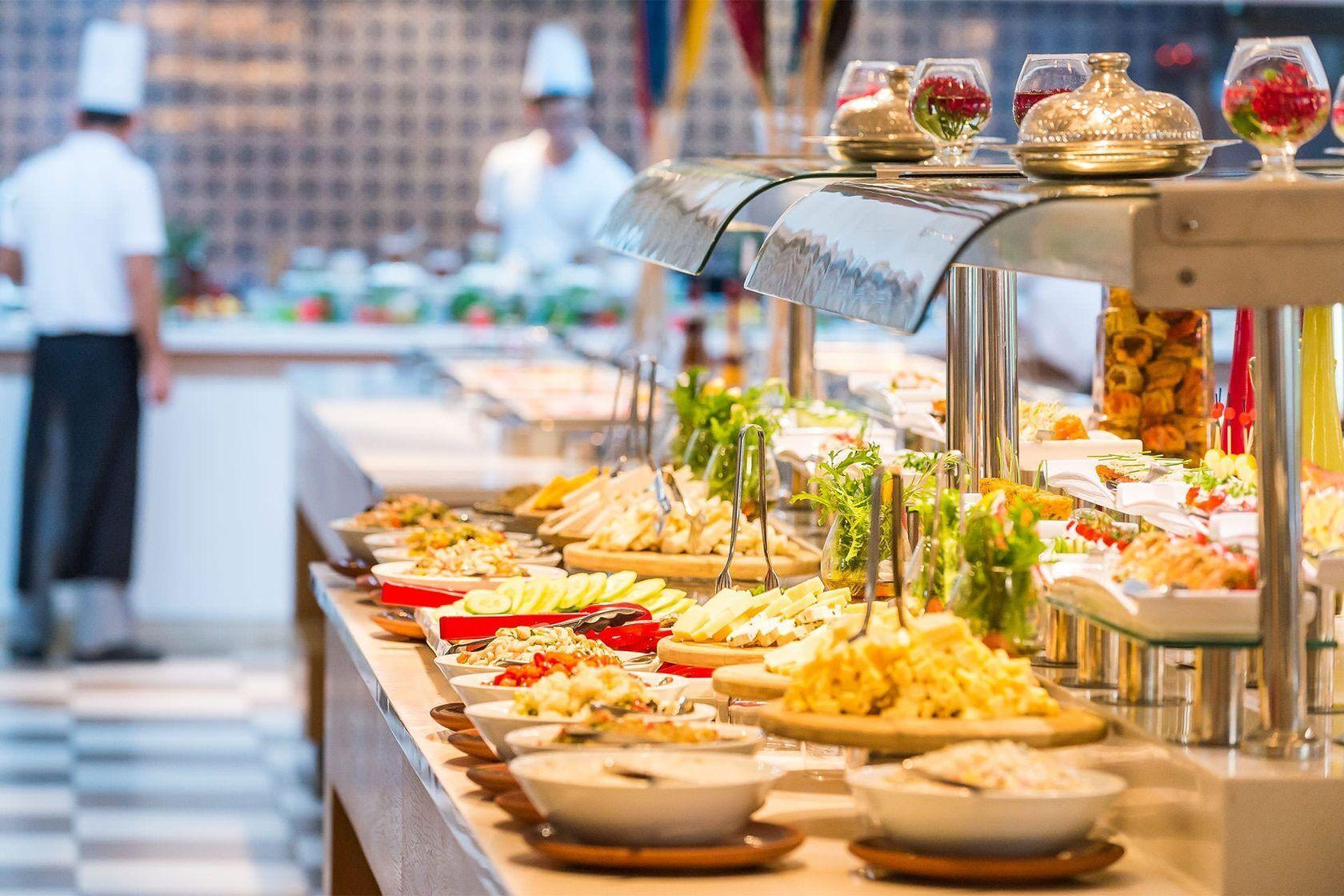 Чаще всего экономят в отелях на дорогих продуктах: качественной рыбе, мясе, морепродуктах