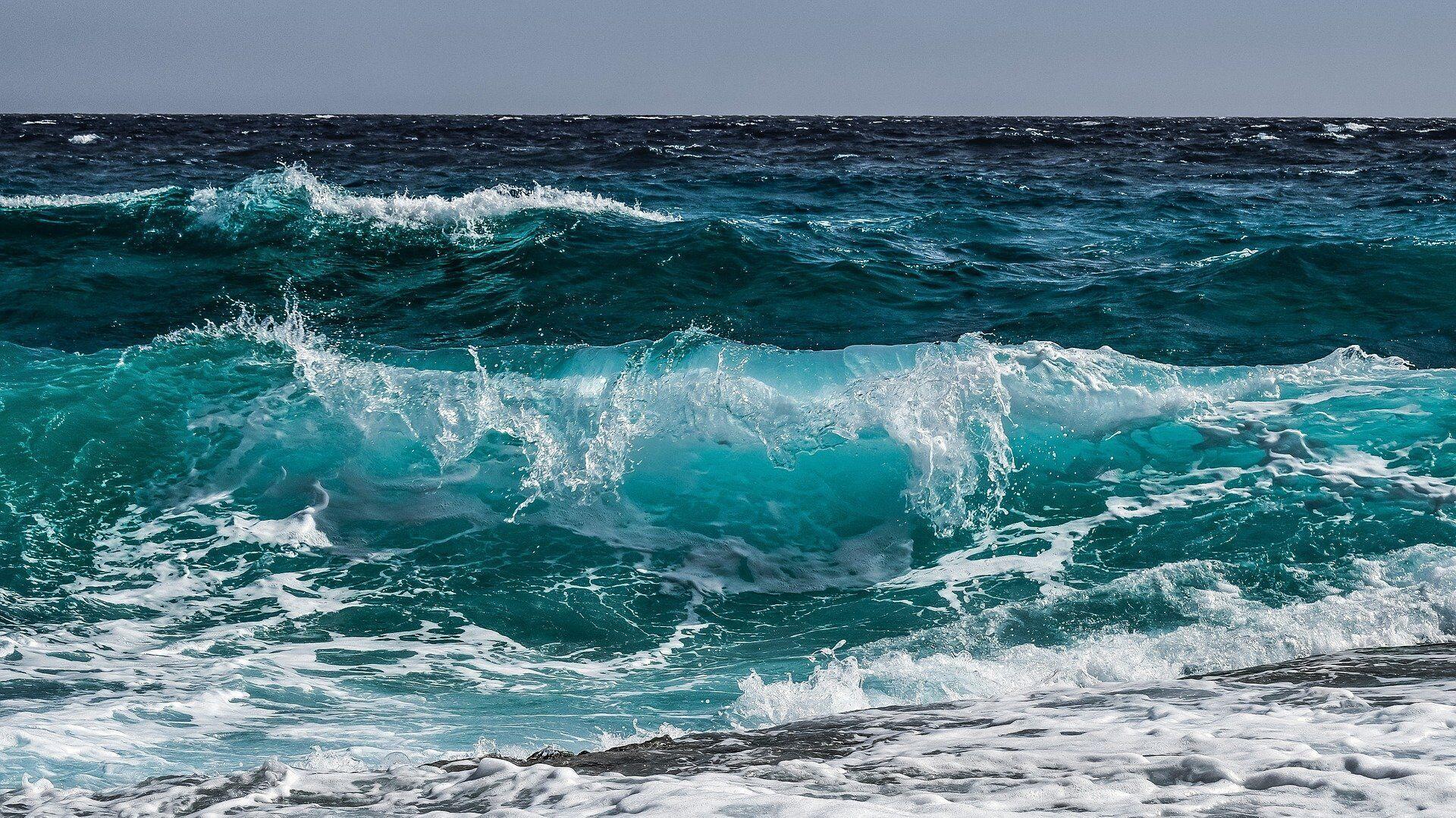 Морские волны.