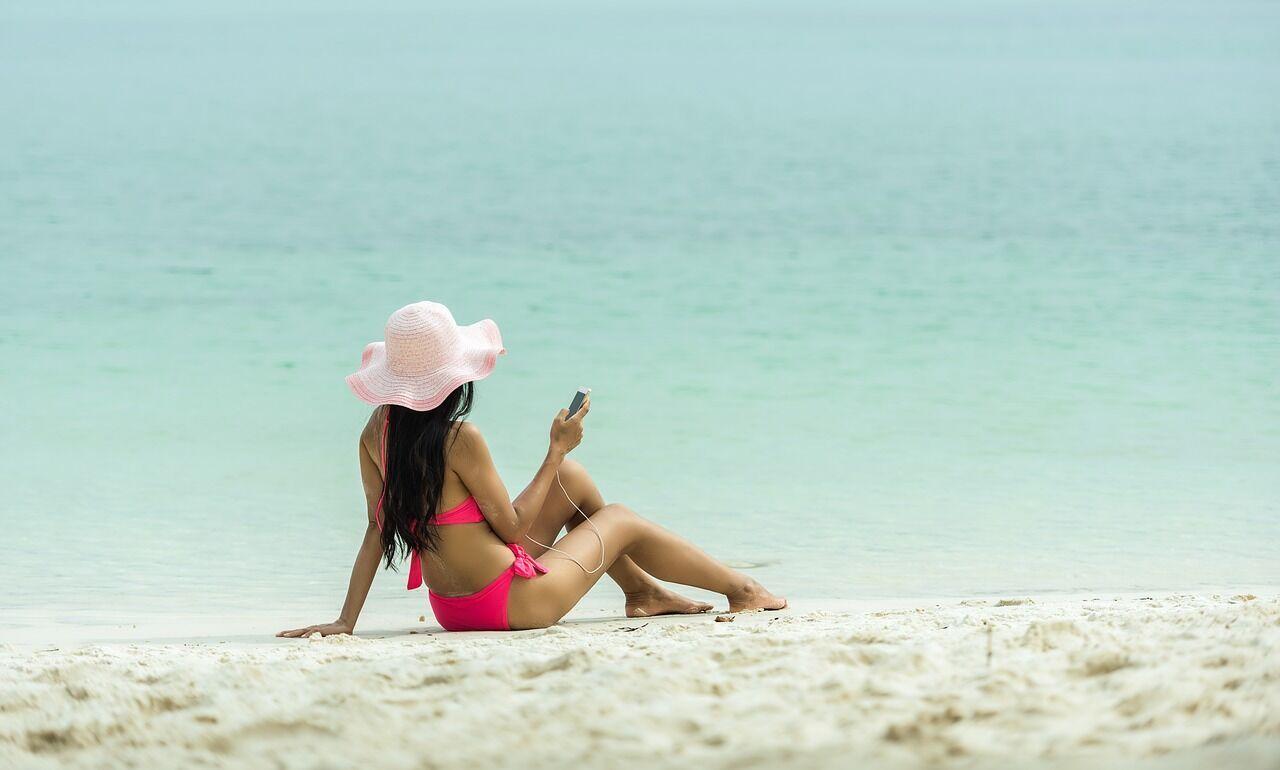 Солнцезащитный крем следует наносить каждые 2-4 часа во время активного загара.
