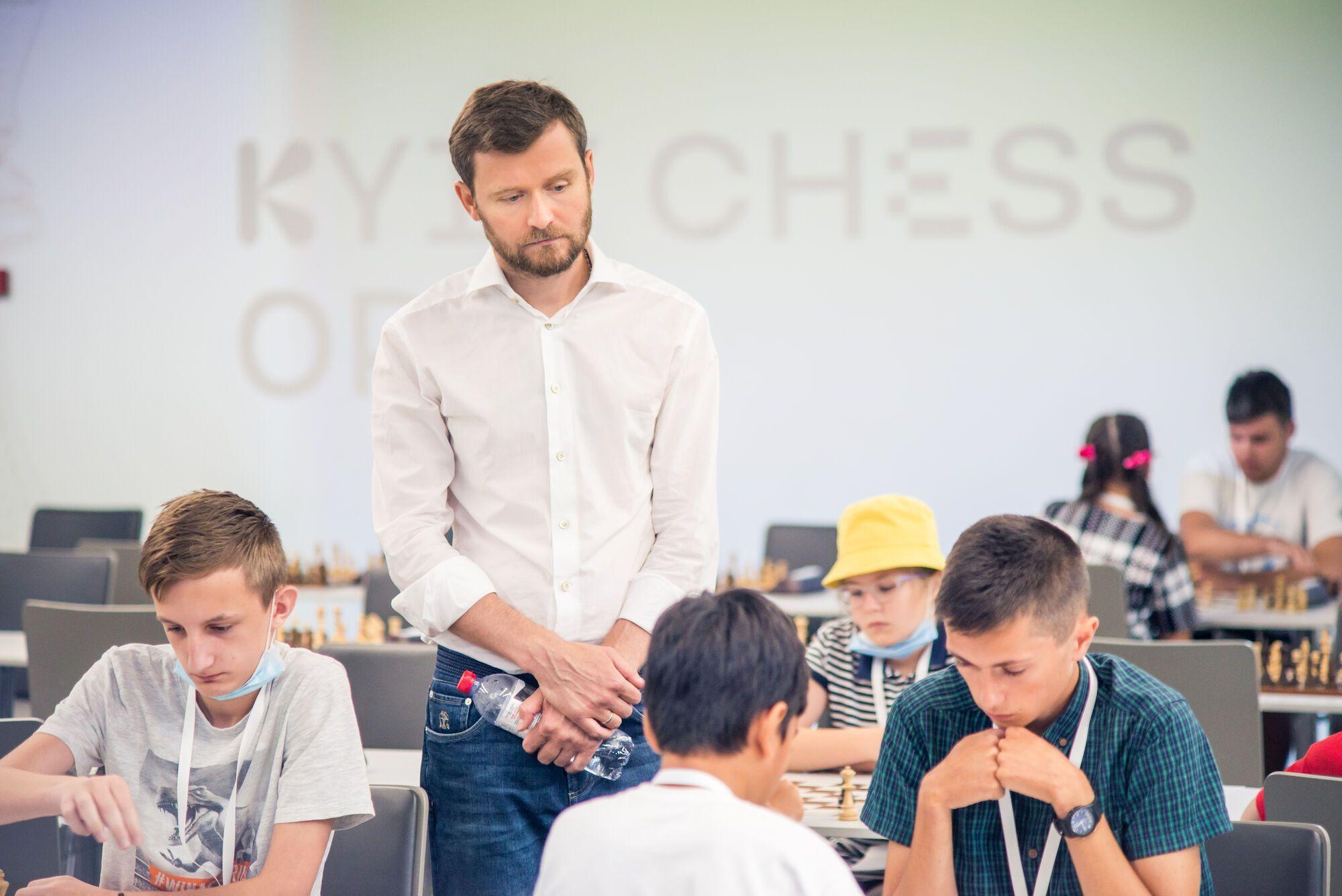 В Украине, чтобы принять участие в турнире из участников собирается членский взнос, и только тогда участник допускается к турниру