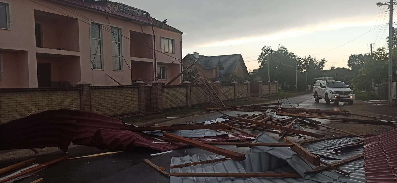 Зривало дахи в місті Городенка