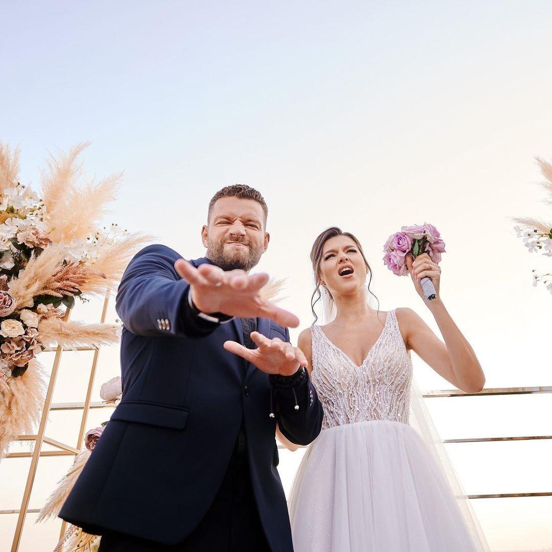 Юсипчук і Бельченко у весільних образах