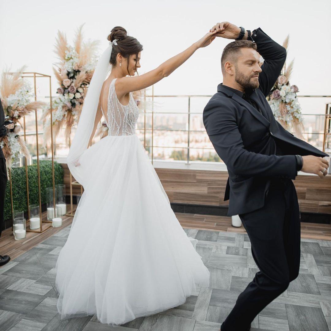 Юсипчук і Бельченко танцюють весільний танець
