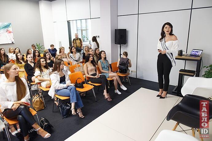"""""""Мисс Украина Вселенная"""" делится опытом."""