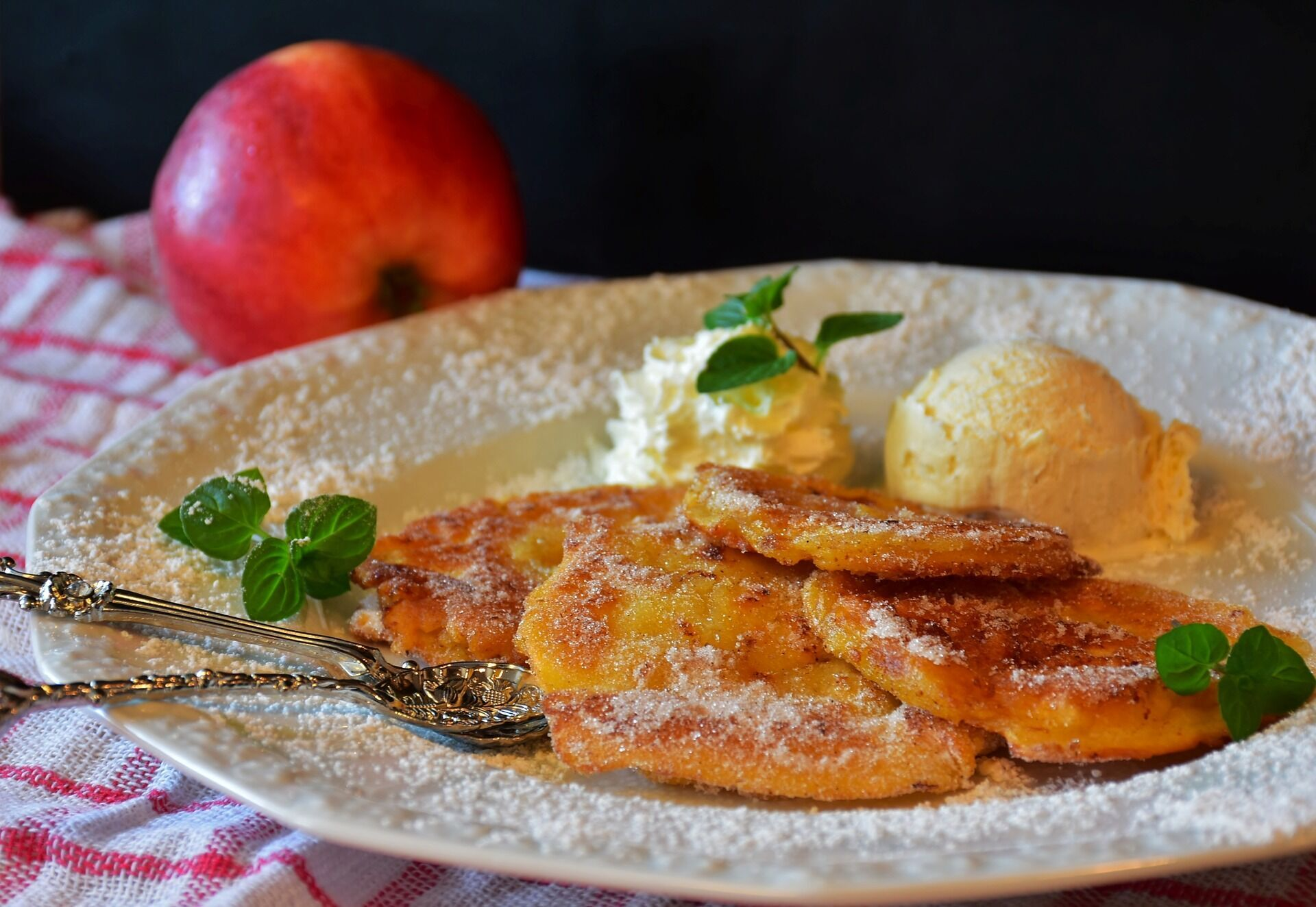 Оладьи с яблока и кабачка