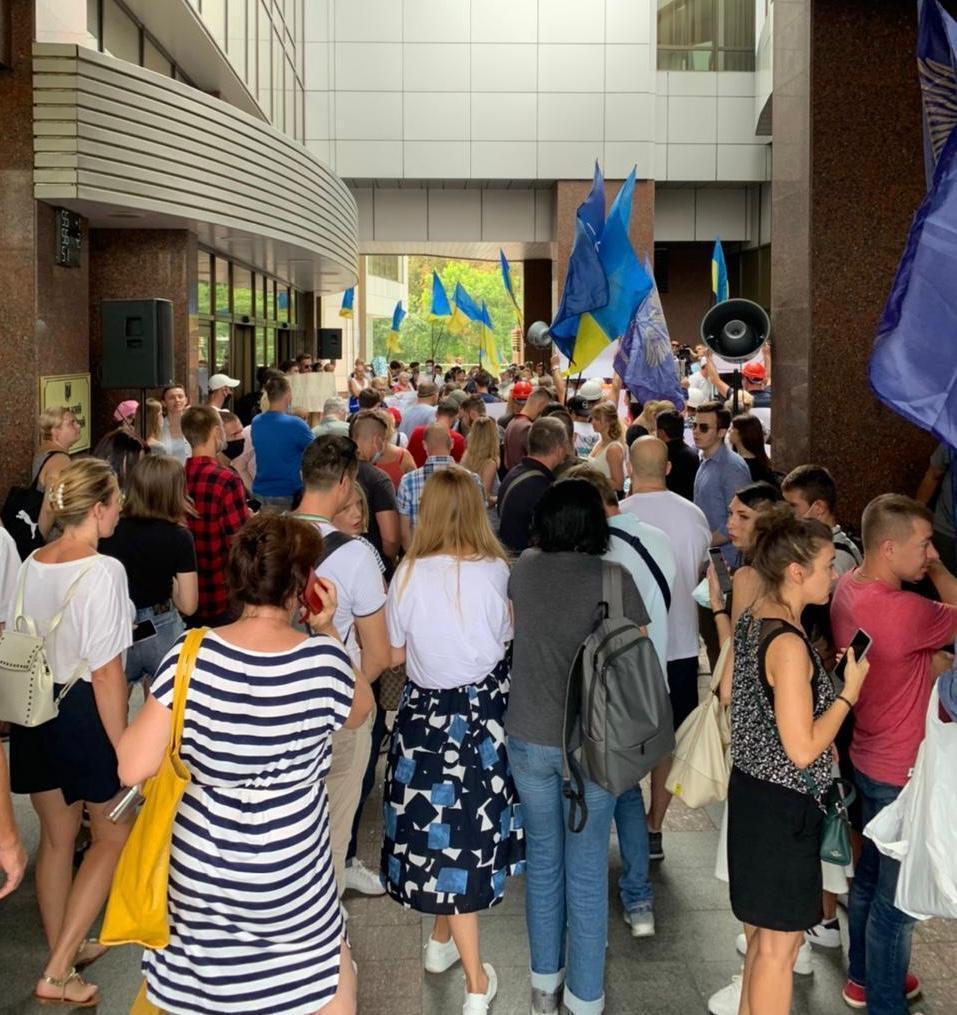 У Киевского апелляционного суда проходит акция в поддержку генерала Павловского
