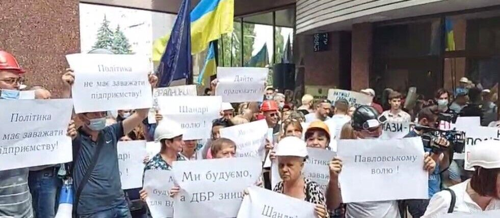 Жену и детей генерала Павловского не пускали на судебное заседание