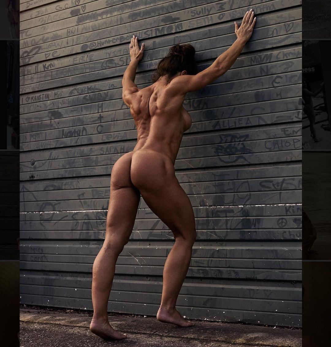 Мисси МакКейн и мышцы спины