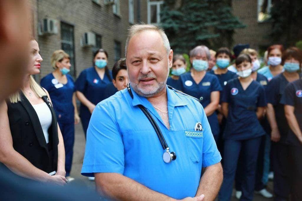 Врач Акимов заявил, что медики получили деньги