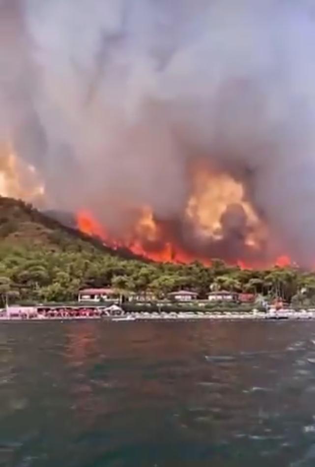Пожежі в Туреччині спалахнули з новою силою.