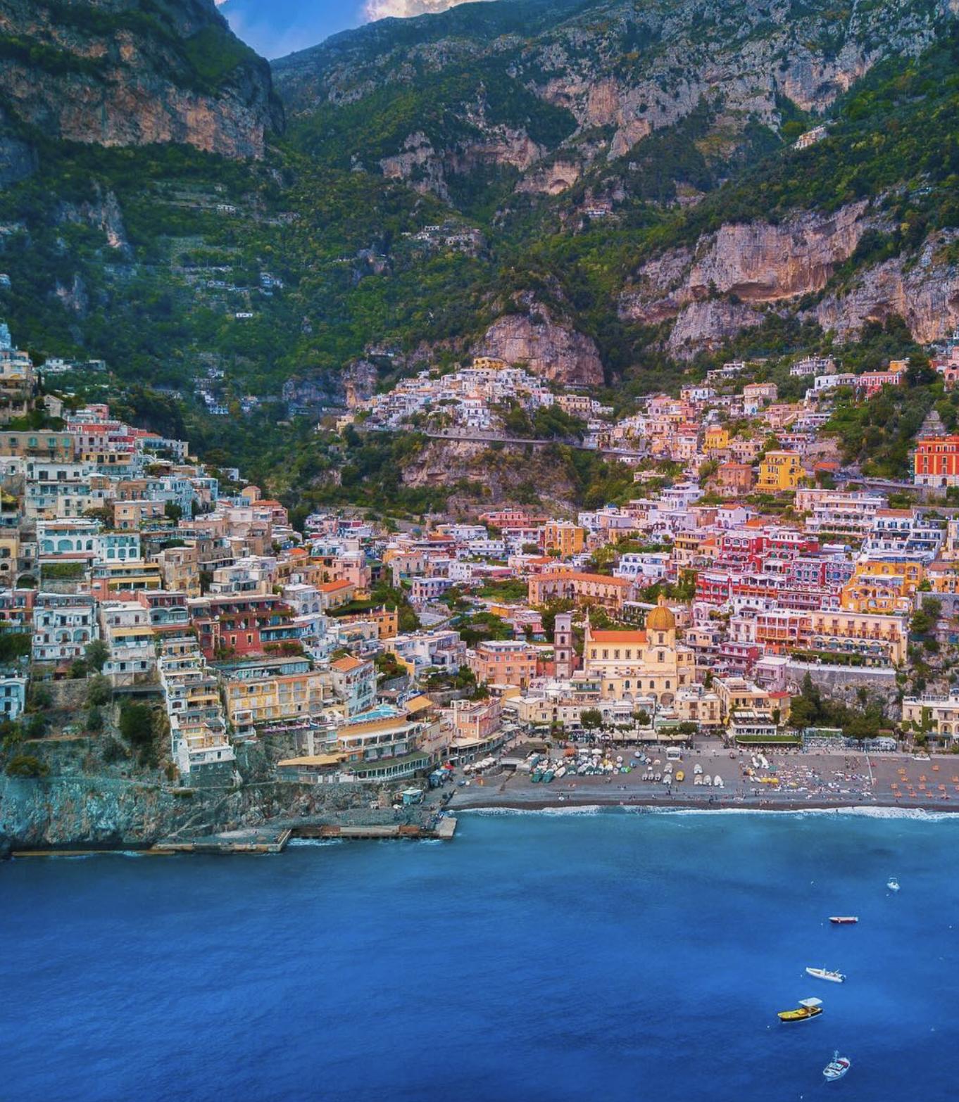 Амальфитанськое побережья в Италии на острове Соренто.