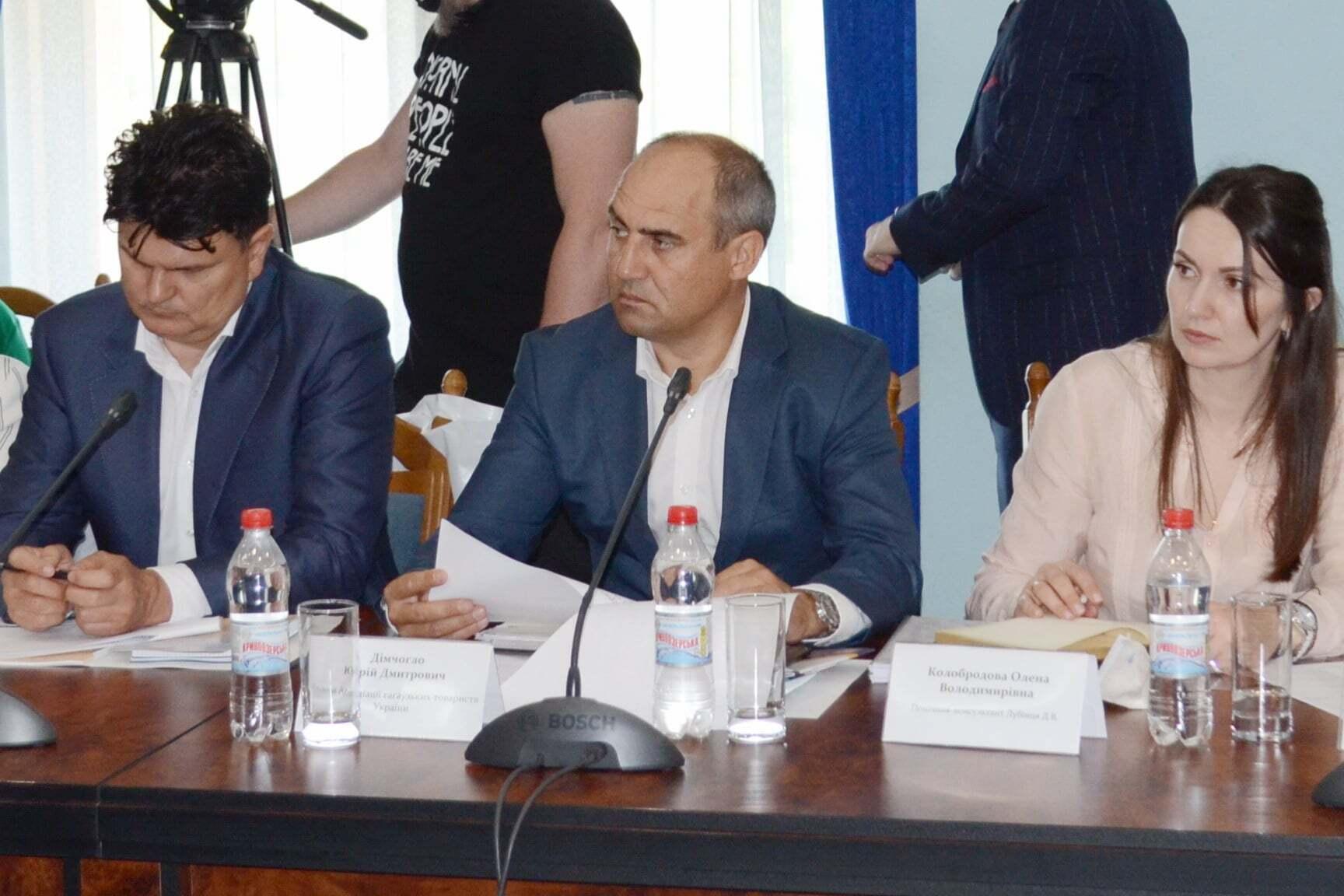 Юрий Димчогло (в центре)