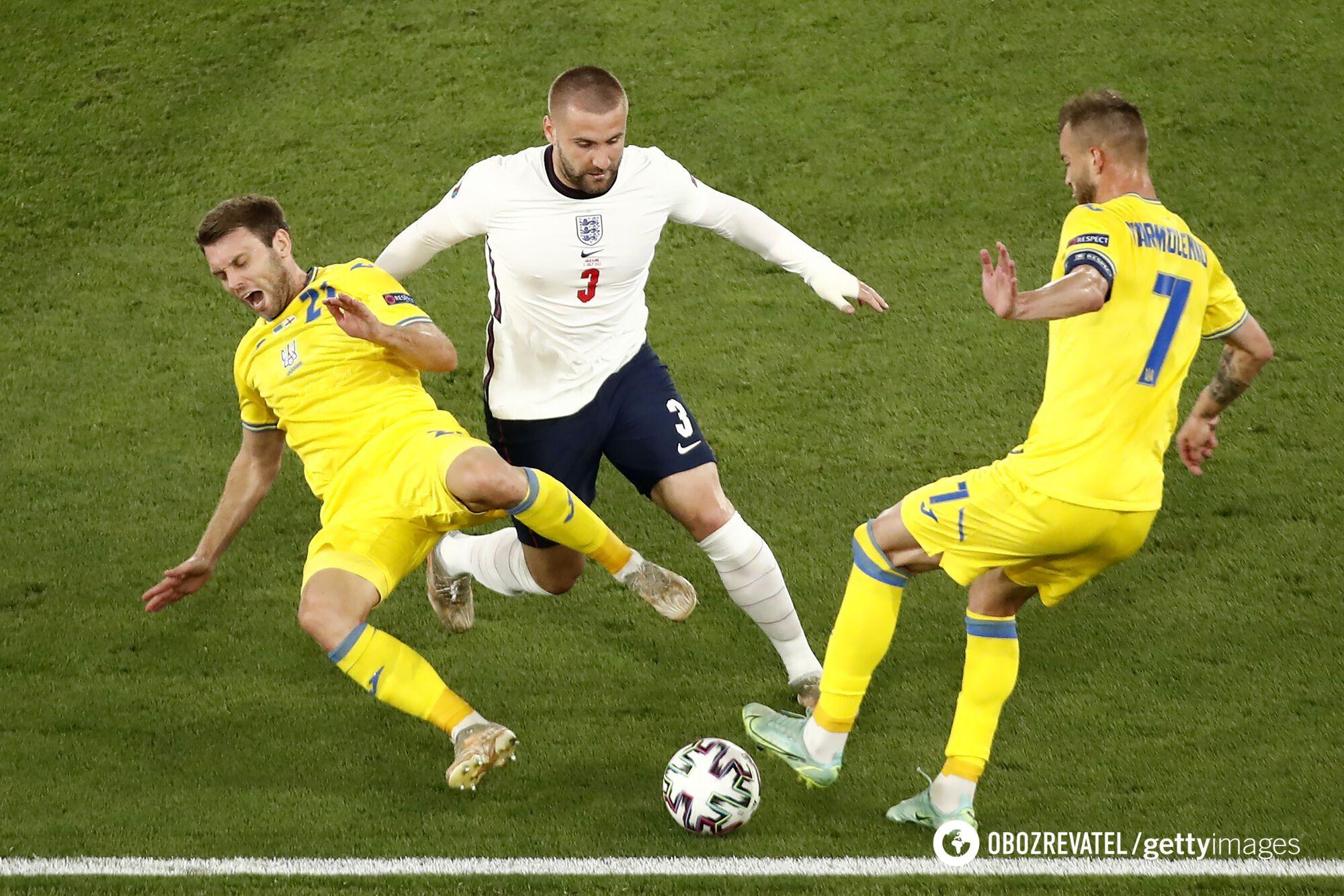 Англія неспішно катала м'яч у центрі