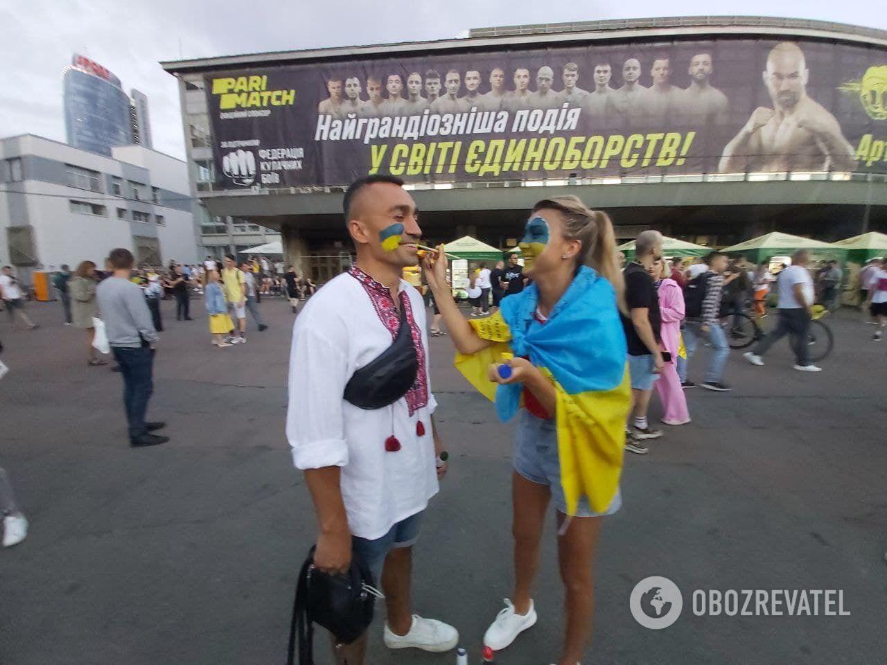 Вболівальники з Києва готуються до матчу збірної України.