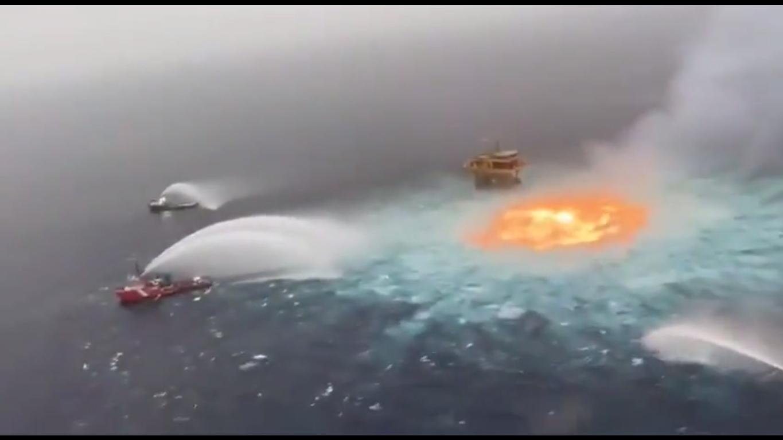 Огонь тушили три судна