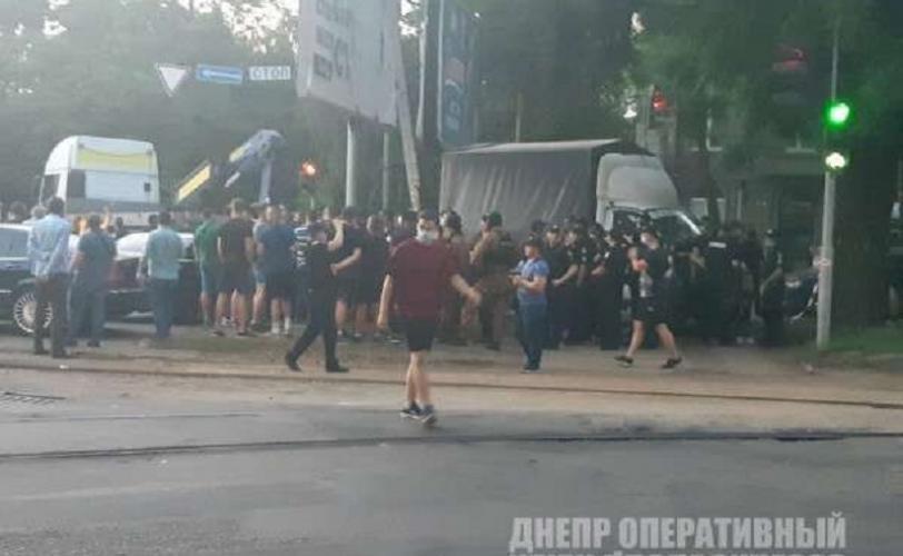 В центре Днепра произошли столкновения с перестрелкой: есть пострадавшие
