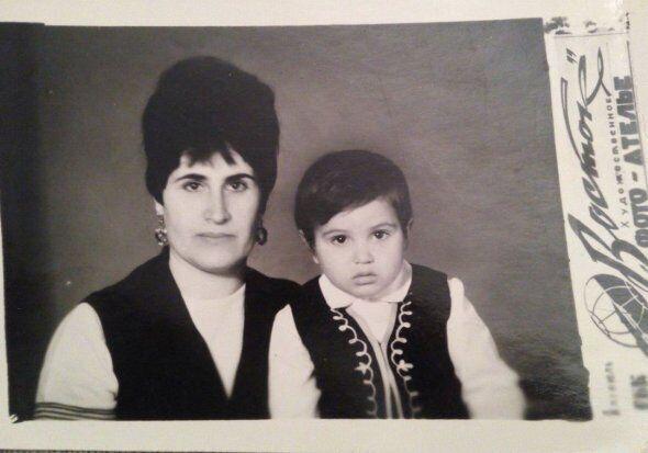 Ахтем Сеитаблаев в детстве с мамой