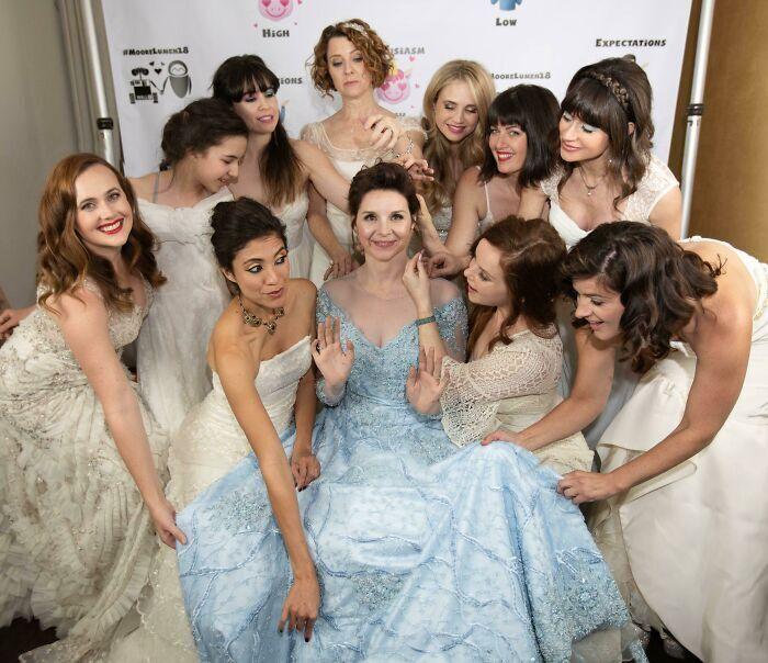 Белое платье для невесты – это очень банально.