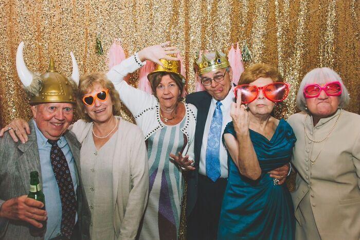 Свадебная фотосессия с друзьями молодоженов