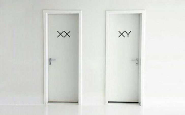 Табличка на двери в туалете.