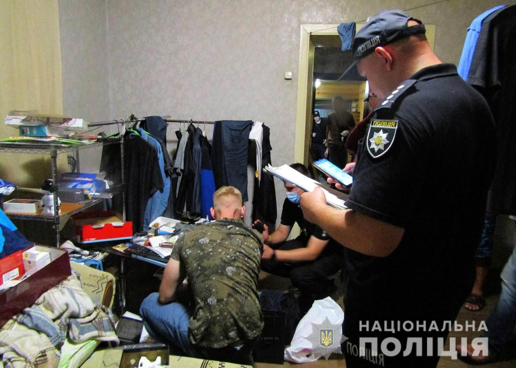 Правоохоронці затримали 54-річного чоловіка, який заманив до себе додому 13-річну дівчинку.