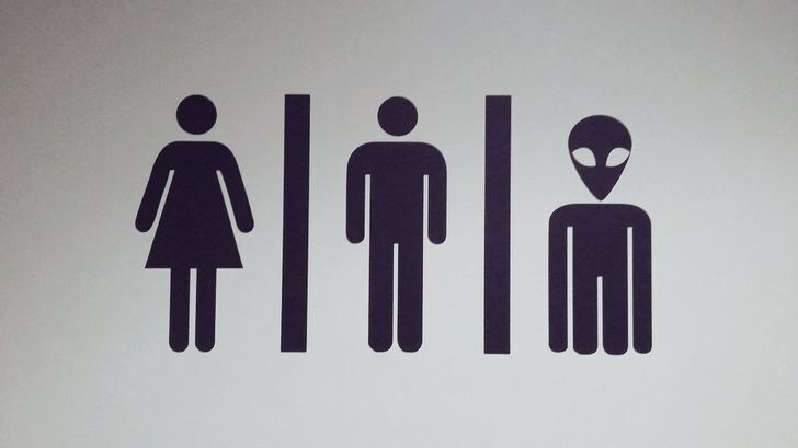 В ресторане есть три туалета.