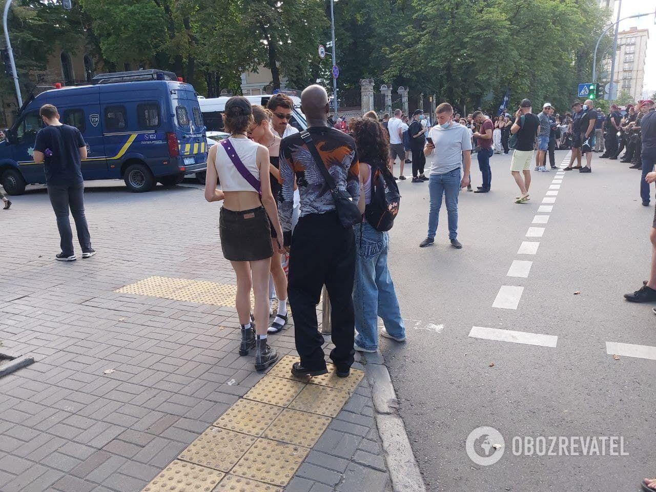 Учасники ЛГБТ-акції.