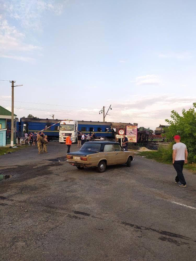 Столкнулись поезд и грузовой трейлер