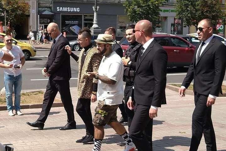 Фальшиві репери прогулялися в центрі Києва.