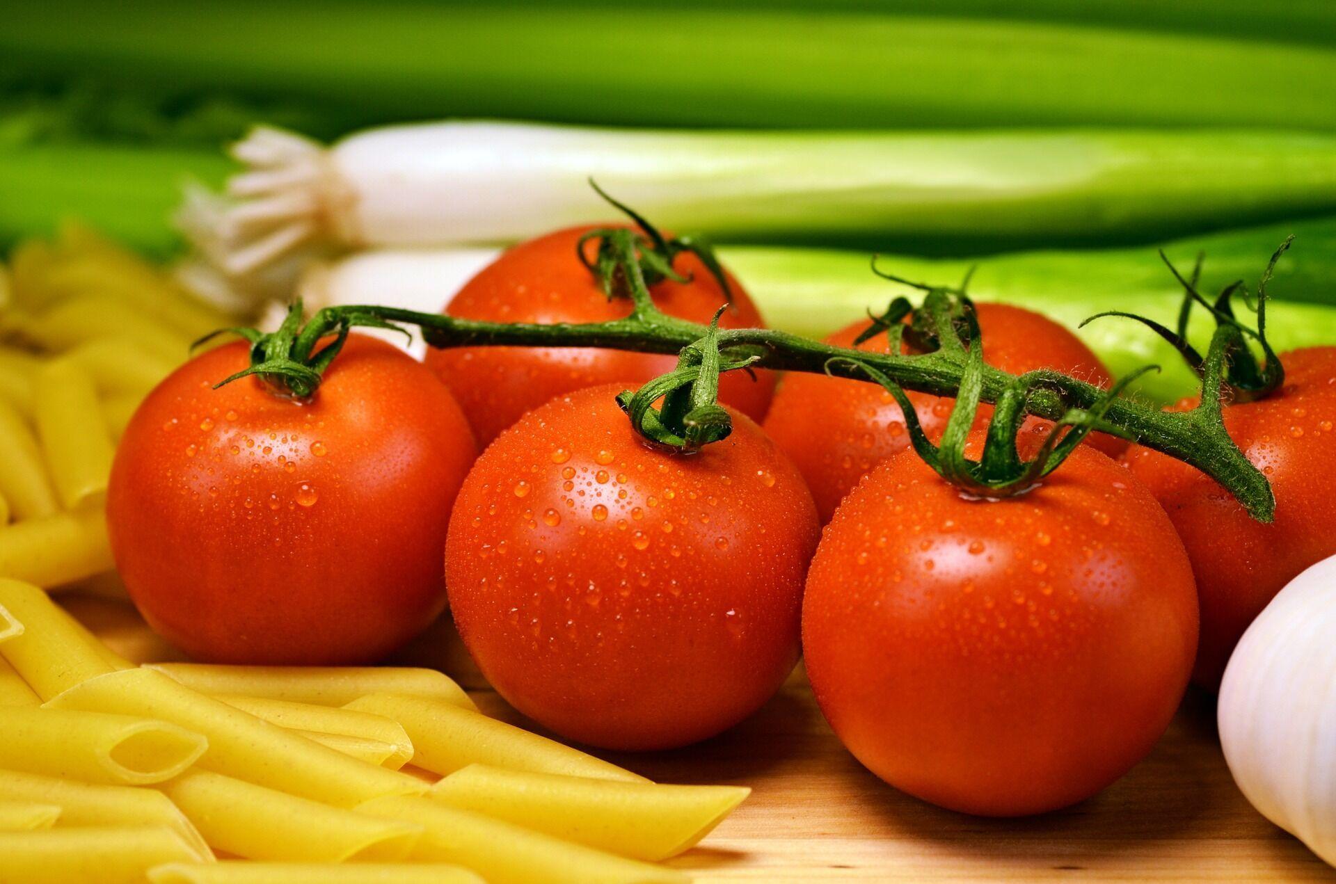 Дієтолог рекомендує використовувати сезонні помідори