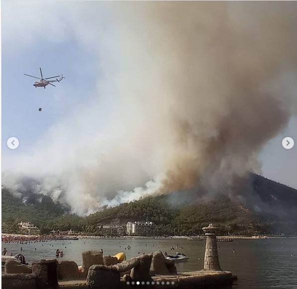 Вертолеты черпают воду прямо из моря