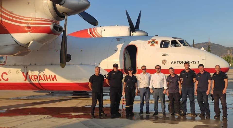 Украинские спасатели прибыли в Турцию.