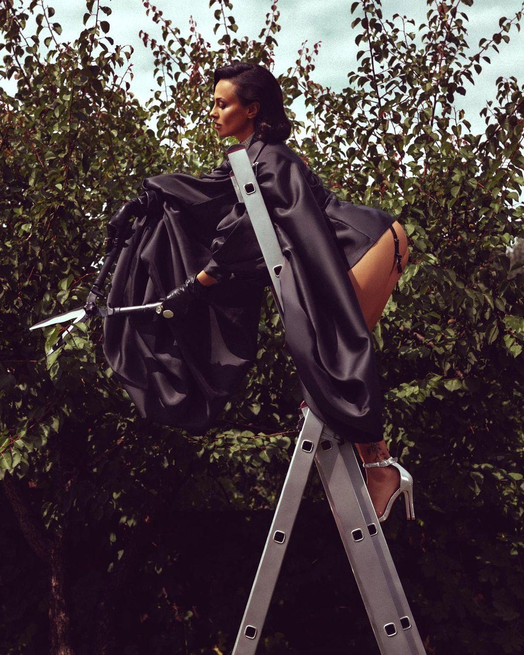 Анастасия Кумейко позировала в эротическом прозрачном нижнем белье