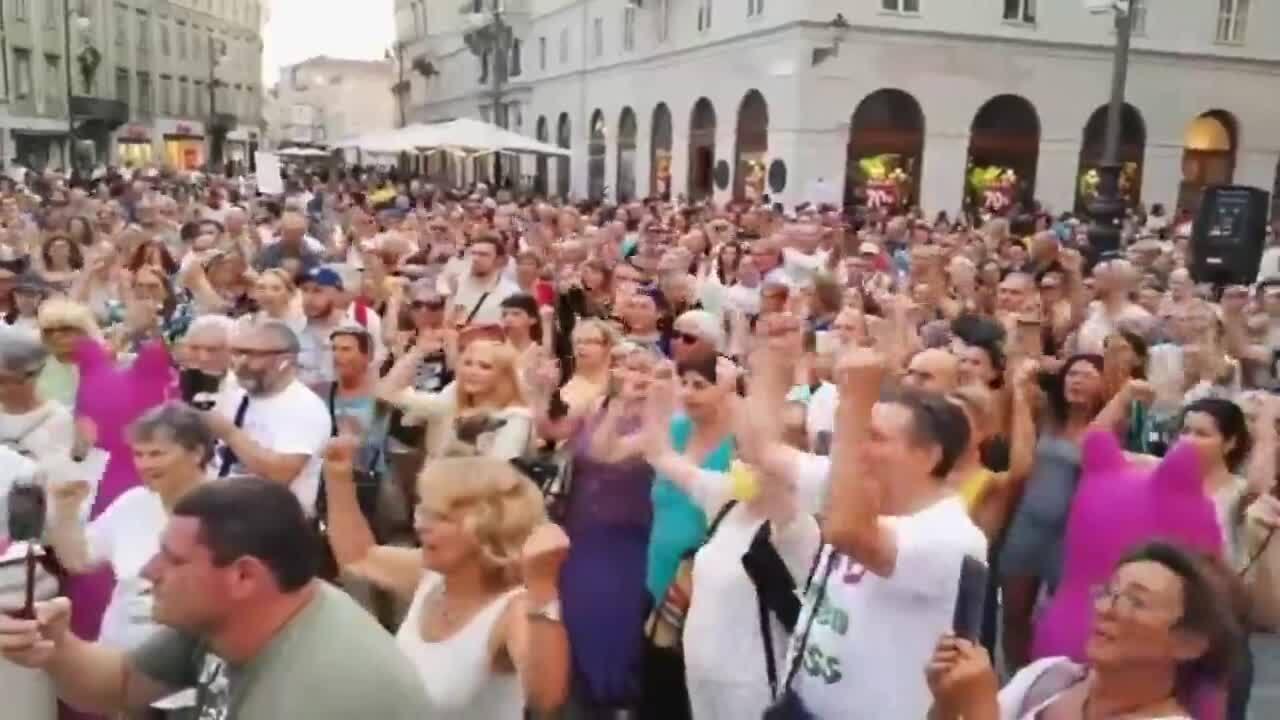 В ряде городов проходят митинги против сертификатов вакцинации
