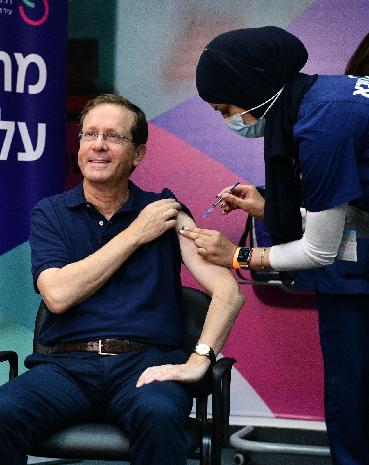 60-річний президент Ізраїлю отримав третю дозу вакцини.