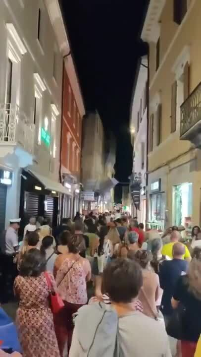 Итальянцы протестуют против Green Pass